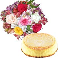 Appetizing Baked Cheese Cake And Clutch Rose Bouquet